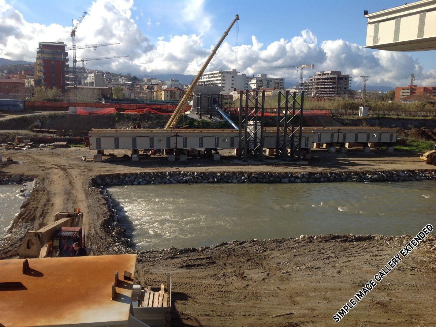 Lavori di costruzione di un nuovo ponte su fiume crati for Costruzione di un pollaio su ruote